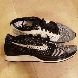 Oreo Nike Flyknit Racer Men's 8.0 Like New